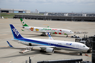 Boeing and Airbus products photo by contri via flickr (cc)