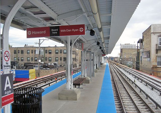 Argyle station, one of the platforms to be widened. Graham Garfield photo from Wikimedia, Creative Commons Attribution Share-alike 2.0 generic license
